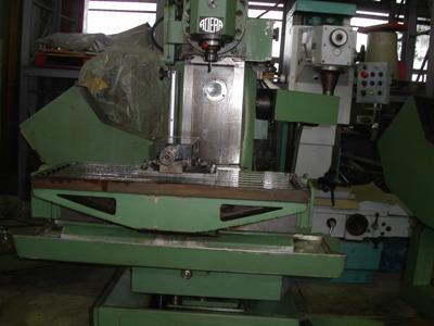 CNC Vertical Milling Machines - CNC Universal Milling Machine